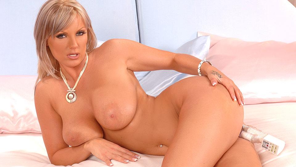 Порно блондинка шейла онлайн